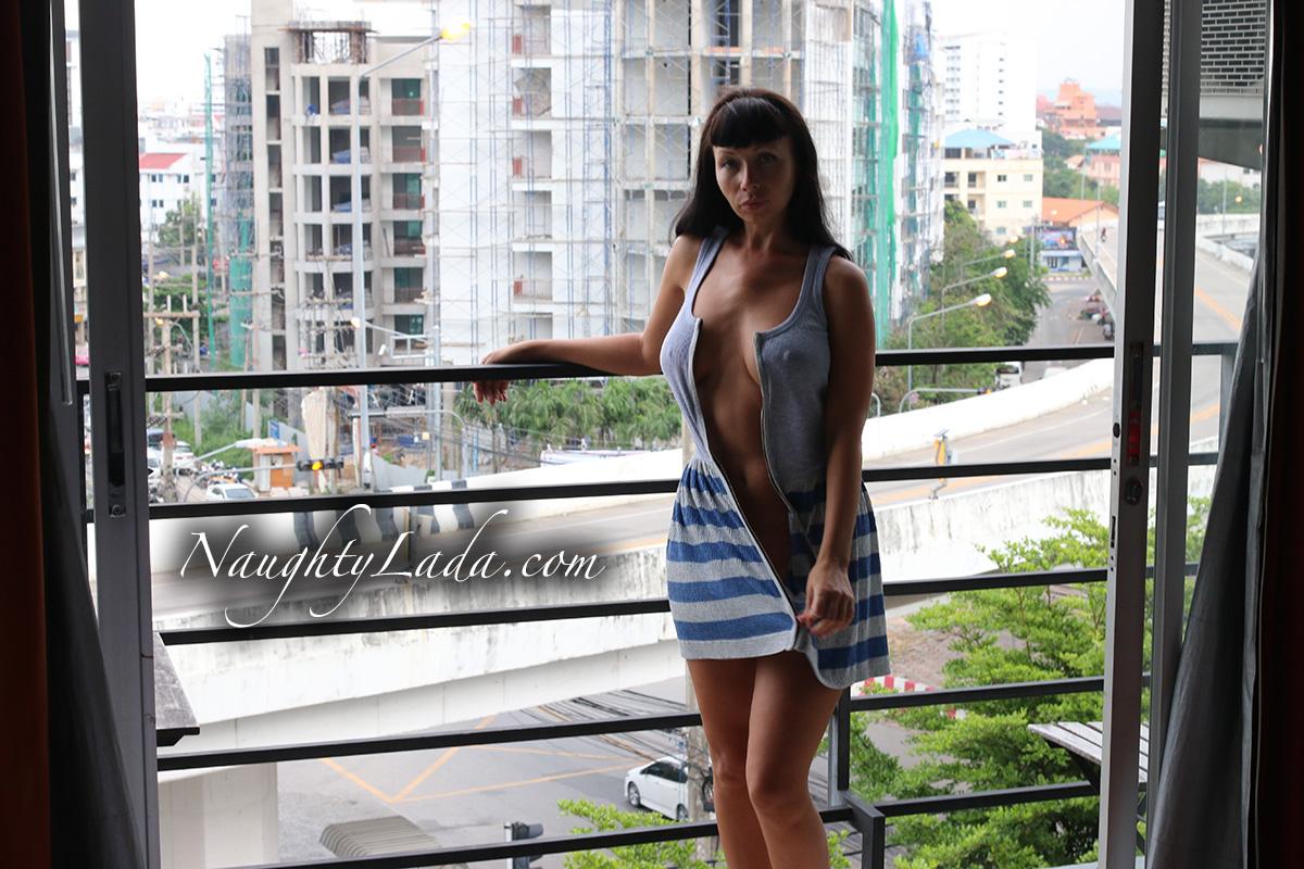 naked-wife-balcony