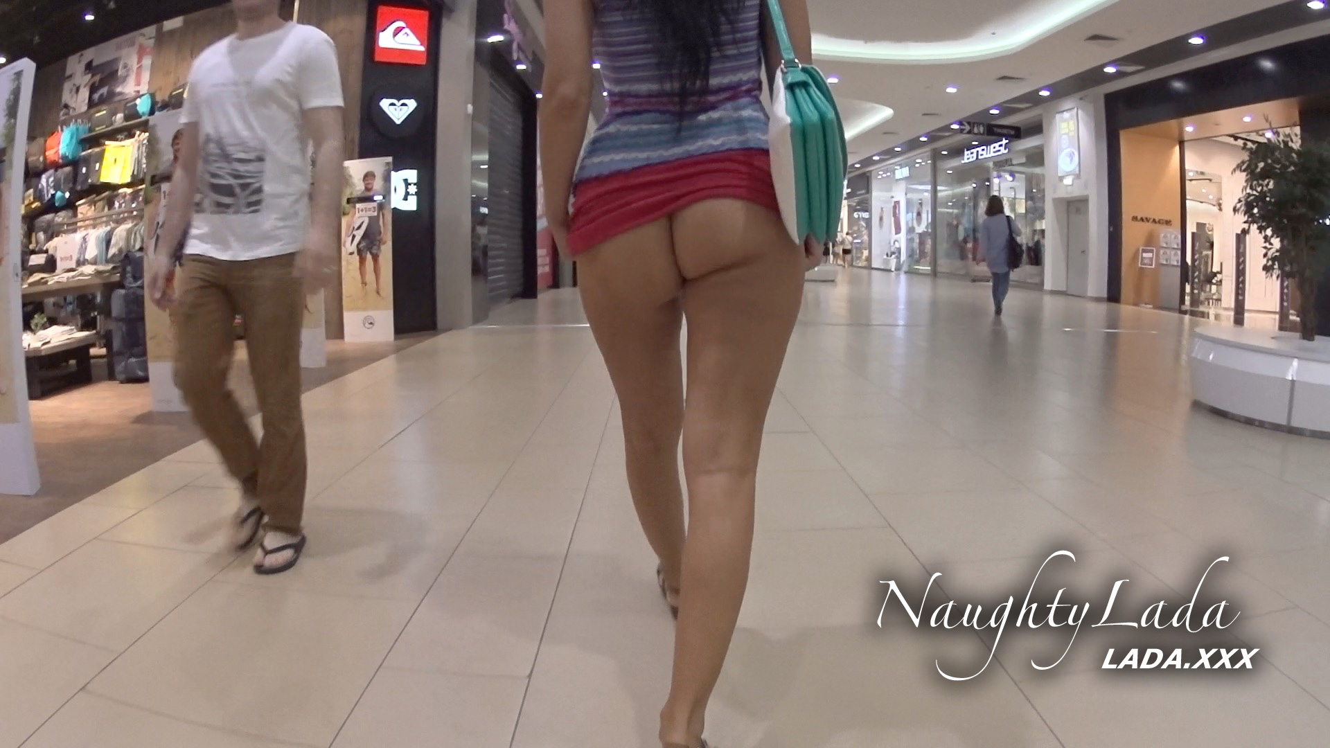 flashing mall naked